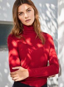 Shop Baukjen Turtleneck Ruby Red and more